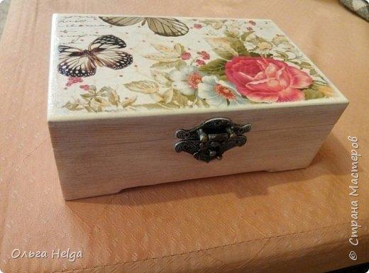 Доброго дня! Покажу сегодня две шкатулочки. Шкатулка первая сделана в подарок дочке на день рожденье. Заготовка сосна. Шкатулка вместительная. Очень нравится ее внутреннее деление на три части.  фото 2
