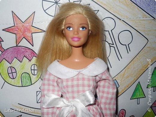 """На НГ Дед Мороз принес Ксю барби, и  неожиданно проявился интерес к кукольным нарядам) пришлось маме доставать старые журналы """"Лола""""и садиться за машинку.  Поскольку за последнее десятилетие фигурка знаменитой куклы притерпела значительные изменения первый вариант пробный из """"нежалкой"""" ткани фото 2"""