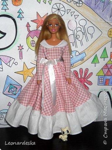 """На НГ Дед Мороз принес Ксю барби, и  неожиданно проявился интерес к кукольным нарядам) пришлось маме доставать старые журналы """"Лола""""и садиться за машинку.  Поскольку за последнее десятилетие фигурка знаменитой куклы притерпела значительные изменения первый вариант пробный из """"нежалкой"""" ткани фото 1"""
