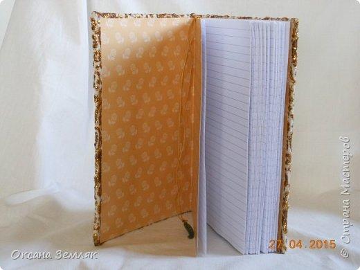 Всем привет! Вот такой блокнот я сделала. Формат А5, 100 разлинованных страничек.  Обтянут тканью-парчей. Внутри блокнота есть еще закладка на вощено шнуре. Вот пока и все))) Ну чтож, смотрим фото? фото 2