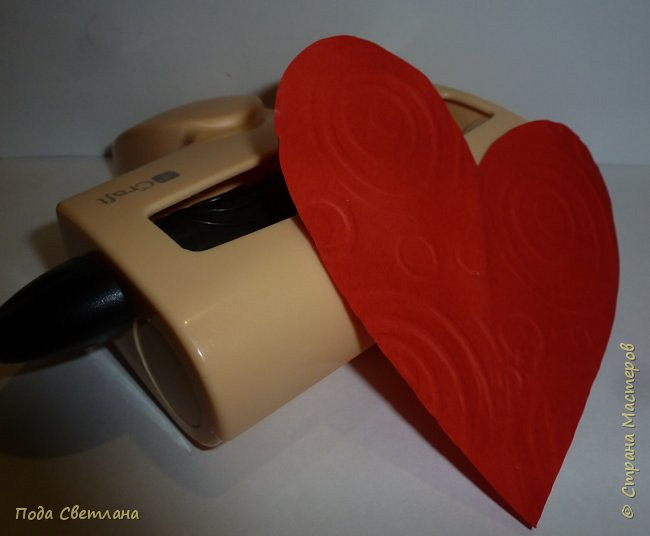 """Здравствуйте! Ко Дню влюблённых придумалась открыточка....хочу представить Вашему вниманию! Соединить два сердца влюблённых """"он"""" и """"она""""... """"они"""" рядом и """"они"""" одно...сердце и сердца влюблённых продолжение друг в друге... Надеюсь у меня получилось это передать... фото 7"""