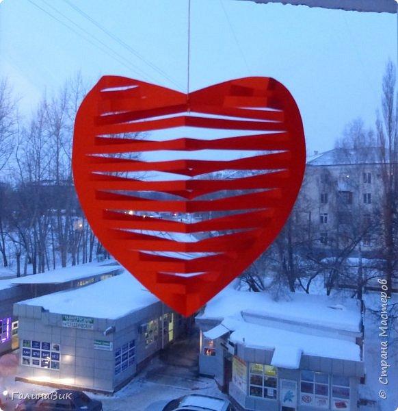 Эта валентинка-сердечко сделана из бумаги, сложенной в гармошку, приклеена к шпажке и вставлена в пробку.  фото 4