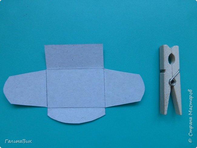 Эта валентинка-сердечко сделана из бумаги, сложенной в гармошку, приклеена к шпажке и вставлена в пробку.  фото 12