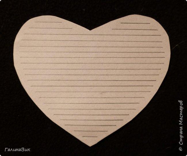 Эта валентинка-сердечко сделана из бумаги, сложенной в гармошку, приклеена к шпажке и вставлена в пробку.  фото 5