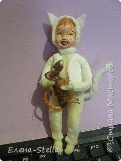 Всем привет из Питера! Хочу показать фигурку мальчика с крыской - Вата - 12.5 см. Личико самозастывающая глина, акварель в технике смыва. Фигурка на каркасе, цельная - по технологии наращивания ватных слоев. Крыска сделана из шпагата, поэтому она коричневая! фото 7