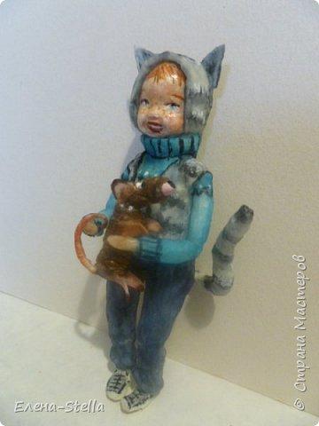 Всем привет из Питера! Хочу показать фигурку мальчика с крыской - Вата - 12.5 см. Личико самозастывающая глина, акварель в технике смыва. Фигурка на каркасе, цельная - по технологии наращивания ватных слоев. Крыска сделана из шпагата, поэтому она коричневая! фото 2