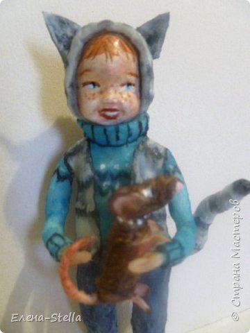 Всем привет из Питера! Хочу показать фигурку мальчика с крыской - Вата - 12.5 см. Личико самозастывающая глина, акварель в технике смыва. Фигурка на каркасе, цельная - по технологии наращивания ватных слоев. Крыска сделана из шпагата, поэтому она коричневая! фото 4