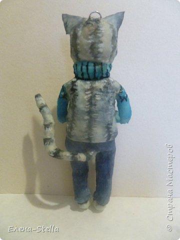 Всем привет из Питера! Хочу показать фигурку мальчика с крыской - Вата - 12.5 см. Личико самозастывающая глина, акварель в технике смыва. Фигурка на каркасе, цельная - по технологии наращивания ватных слоев. Крыска сделана из шпагата, поэтому она коричневая! фото 3