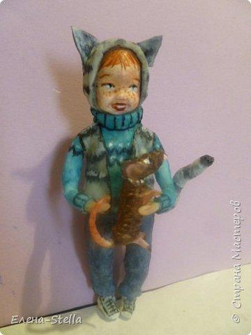 Всем привет из Питера! Хочу показать фигурку мальчика с крыской - Вата - 12.5 см. Личико самозастывающая глина, акварель в технике смыва. Фигурка на каркасе, цельная - по технологии наращивания ватных слоев. Крыска сделана из шпагата, поэтому она коричневая! фото 9