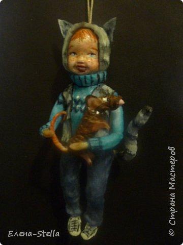 Всем привет из Питера! Хочу показать фигурку мальчика с крыской - Вата - 12.5 см. Личико самозастывающая глина, акварель в технике смыва. Фигурка на каркасе, цельная - по технологии наращивания ватных слоев. Крыска сделана из шпагата, поэтому она коричневая! фото 5