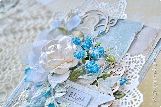 Открытка с первоцветами мускари (мышинный гиацинт), начинают нас радовать своим цветением уже в апреле))). Цветы мускари я сделала из бисера. Вот такая легкая и нежная получилась открыточка. фото 5