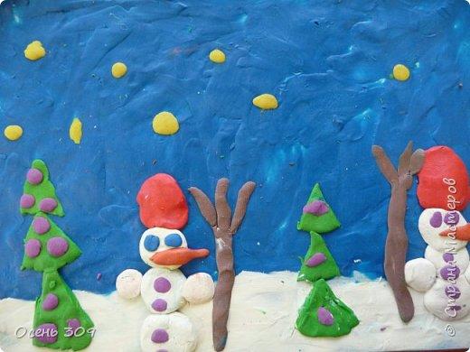 """Зимний пейзаж при помощи пластилина """"нарисовали"""" с детьми 6 лет. Размазывать пластилин пальчиками задача не из легких, но мы с ней справились. Тренировать пальчики полезно, ведь мы готовимся к школе! фото 3"""