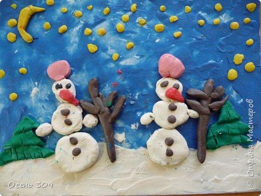 """Зимний пейзаж при помощи пластилина """"нарисовали"""" с детьми 6 лет. Размазывать пластилин пальчиками задача не из легких, но мы с ней справились. Тренировать пальчики полезно, ведь мы готовимся к школе! фото 4"""