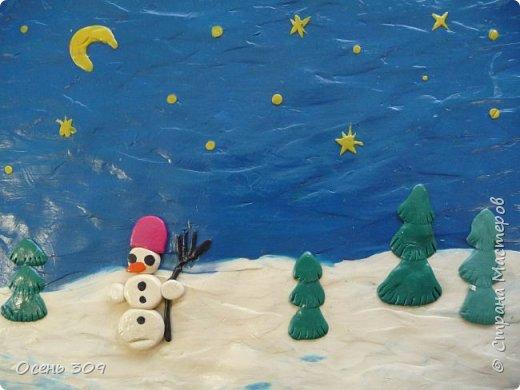 """Зимний пейзаж при помощи пластилина """"нарисовали"""" с детьми 6 лет. Размазывать пластилин пальчиками задача не из легких, но мы с ней справились. Тренировать пальчики полезно, ведь мы готовимся к школе! фото 1"""