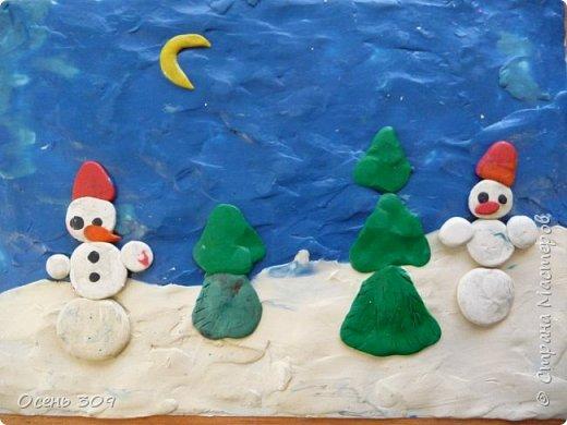 """Зимний пейзаж при помощи пластилина """"нарисовали"""" с детьми 6 лет. Размазывать пластилин пальчиками задача не из легких, но мы с ней справились. Тренировать пальчики полезно, ведь мы готовимся к школе! фото 2"""
