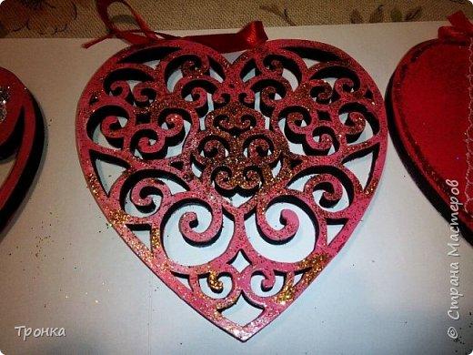 Небольшие сувенирчики к Дню Святого Валентина. Взяла высечки из фанеры и добавила им радости. Получилось быстро, весело и неординарно. фото 3