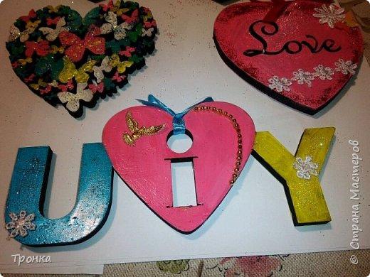 Небольшие сувенирчики к Дню Святого Валентина. Взяла высечки из фанеры и добавила им радости. Получилось быстро, весело и неординарно. фото 5