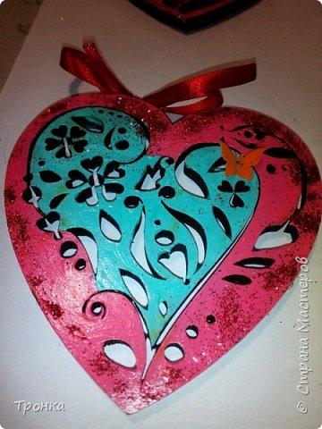 Небольшие сувенирчики к Дню Святого Валентина. Взяла высечки из фанеры и добавила им радости. Получилось быстро, весело и неординарно. фото 6
