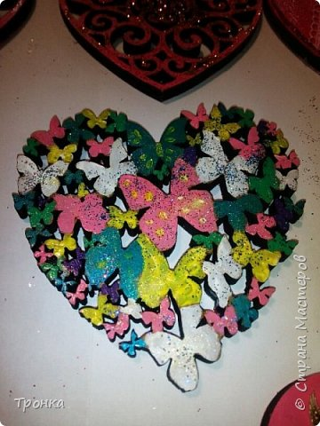 Небольшие сувенирчики к Дню Святого Валентина. Взяла высечки из фанеры и добавила им радости. Получилось быстро, весело и неординарно. фото 7