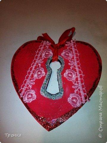 Небольшие сувенирчики к Дню Святого Валентина. Взяла высечки из фанеры и добавила им радости. Получилось быстро, весело и неординарно. фото 2