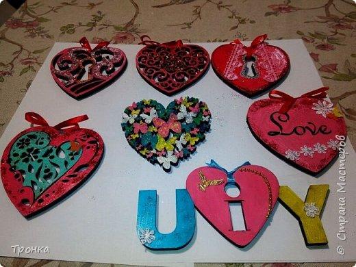 Небольшие сувенирчики к Дню Святого Валентина. Взяла высечки из фанеры и добавила им радости. Получилось быстро, весело и неординарно. фото 1