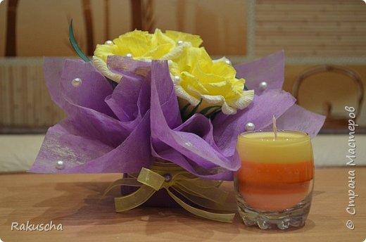Здравствуйте! Посмотрела я на работы мастериц  сайта и самой захотелось  создать что-нибудь красивое и необычное, что радовало бы  и глаза, и душу.  А так как дома нашлось немалое количество старых свечей и остатков от них, то решено было мастерить свечи в стаканах.  Вдохновили меня мастер-классы от Елена 161 http://stranamasterov.ru/node/438788 и tatjana04ka http://stranamasterov.ru/node/750259. Только решила слои окрашенного парафина  заливать под наклоном (может, идея и не новая, но я делала впервые). И вот что получилось фото 17