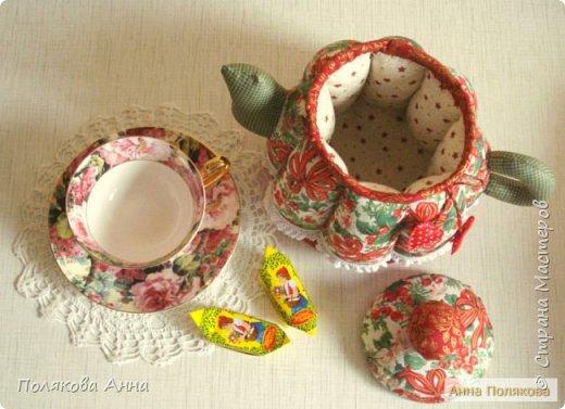 Уютный текстильный чайник  станет замечательным подарком, послужит шкатулочкой для чайных пакетов, конфеток,  бижутерии или других мелочей, а также может быть необычной упаковкой для небольшого подарка.  Высота 15см. фото 12