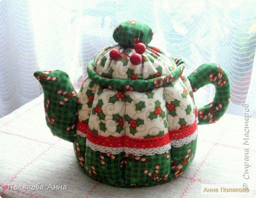 Уютный текстильный чайник  станет замечательным подарком, послужит шкатулочкой для чайных пакетов, конфеток,  бижутерии или других мелочей, а также может быть необычной упаковкой для небольшого подарка.  Высота 15см. фото 9