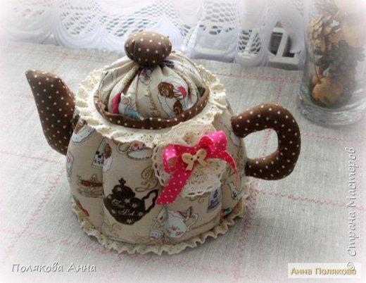 Уютный текстильный чайник  станет замечательным подарком, послужит шкатулочкой для чайных пакетов, конфеток,  бижутерии или других мелочей, а также может быть необычной упаковкой для небольшого подарка.  Высота 15см. фото 7