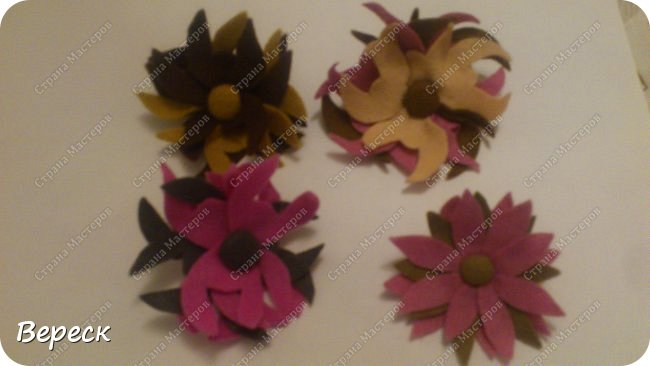 """В кружке """"рукодельницы """",мы начали шить брошки.Первые два фото(4 броши) были образцами для моей группы.Далее два фото готовые броши начинающих мастериц. фото 6"""