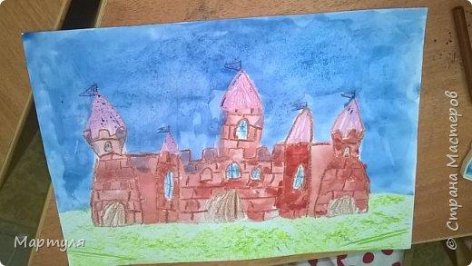 Рисовали замок с детьми. Это образец. фото 19