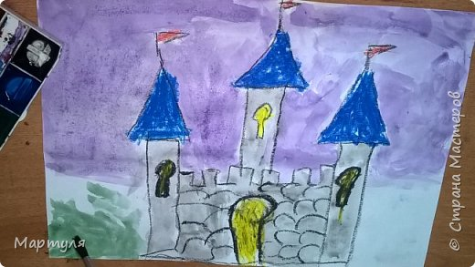Рисовали замок с детьми. Это образец. фото 20