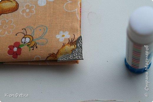 Нежный мамин дневничок для будущей счастливой мамочки, подруги моей сестры.  Для создания дневника мы использовали мастер-класс Алины Суховой https://www.youtube.com/watch?v=ibi2S2GOXcI Спасибо ей за это. А так же многие мастер-классы из Страны Мастеров. Из каждого мы выбрали нужное и сделали немного по-своему. В мастер-классе Vica-handmade Тканевая, мягкая обложка для альбома http://stranamasterov.ru/node/784114?c=favorite мы взяли большую часть, но все равно полностью повторить мастер-класс не получилось.  фото 30