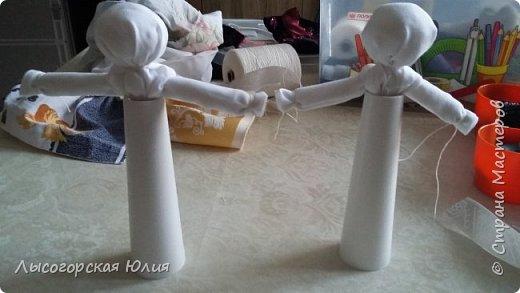 """Всем здравствуйте! Представляю вашему вниманию своих """"простушек"""", в смысле исполнения. Я уже говорила, что в группе моего старшего сыночка предложили собирать народных куколок, свою аппликационную чукчанку я уже принесла, но когда увидела кукол Любови Шаровой  http://stranamasterov.ru/node/998567#comment-13624101  , то так  ими вдохновилась и буквально за час смастерила  еще и эту парочку. фото 3"""