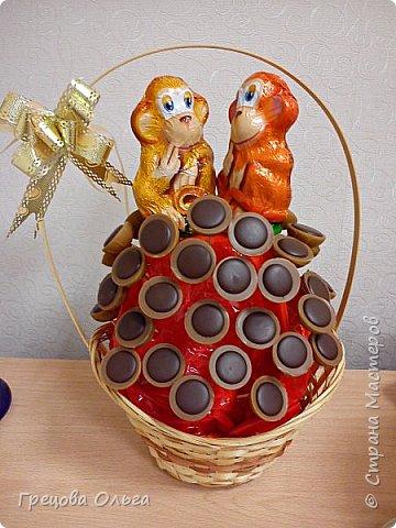 Любимые конфетки своего ребенка изобразила в композицию с символом 2016 года