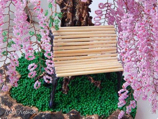 Моя новая работа- сакура. Я уже показывала розовое дерево. То дерево изначально задумывалось как сакура, но когда наплела веточек,понела что оттенок бисера слишком светлый и блёклый для сакуры. Тогда я собрала дома все остатки бисера розовых оттенков. Нашлось примерно 5 оттенков. Намешала их и добавила к розовому бисеру,который использовала в розовом дерево. Сочетание мне очень понравилось. Веточки тоже решила делать длинными, чтоб красиво свисали. Микса бисера мне не хватило. Пришлось бежать в магазин и докупать похожие цвета. Опять добавила к тому розовому и смешала. Думала что будет сильное отличие,но когда сравнила веточки,разницы практически не было. Наплела большую кучу веточек разной длины. Собрала дерево, не понравилось. Решила переделать. В итоге получилось то, чтотвы видете. фото 8