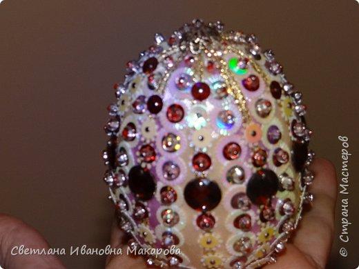 основа деревянное яйцо, оплетенное бисером. второе яйцо - обшито бархатом и украшено разными декоративными украшениями фото 4