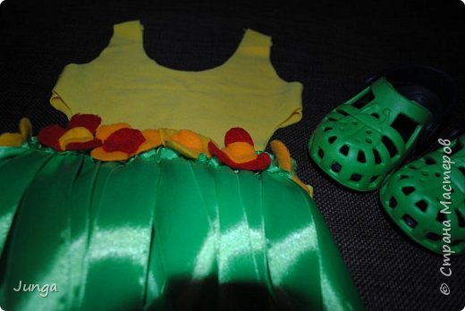 Праздновали с друзьями новый год по-гавайски)) Соорудили дома пляжный бар, нарядились подобающе))) Для доченьки сшила гавайский костюмчик) фото 10