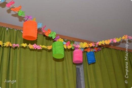 Праздновали с друзьями новый год по-гавайски)) Соорудили дома пляжный бар, нарядились подобающе))) Для доченьки сшила гавайский костюмчик) фото 11