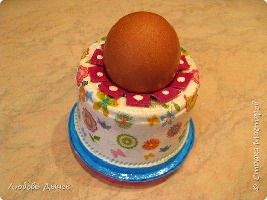 Всем доброго времени суток! Хочу поделиться со всеми, кого заинтересует моя новая идея как легко и просто взрослым и даже детям сделать своими руками нарядную подставку для яиц. Кроме того, что она удобна и проста в изготовлении, эта подставка легко трансформируется в красивую коробочку (упаковку) для подарочного расписного яичка на Пасху. фото 32