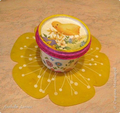 Всем доброго времени суток! Хочу поделиться со всеми, кого заинтересует моя новая идея как легко и просто взрослым и даже детям сделать своими руками нарядную подставку для яиц. Кроме того, что она удобна и проста в изготовлении, эта подставка легко трансформируется в красивую коробочку (упаковку) для подарочного расписного яичка на Пасху. фото 34