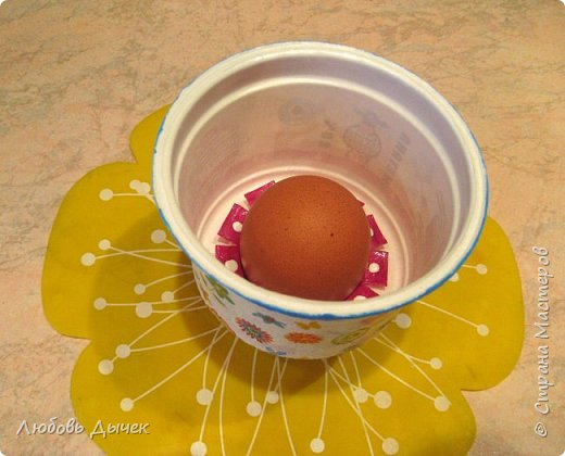 Всем доброго времени суток! Хочу поделиться со всеми, кого заинтересует моя новая идея как легко и просто взрослым и даже детям сделать своими руками нарядную подставку для яиц. Кроме того, что она удобна и проста в изготовлении, эта подставка легко трансформируется в красивую коробочку (упаковку) для подарочного расписного яичка на Пасху. фото 37