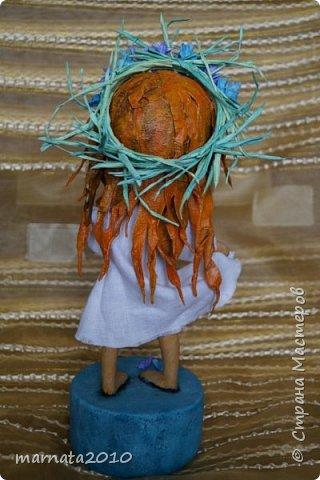 Здравствуйте, жители СМ! Полюбилось мне папье-маше. Из всего, что пробовала ранее, этот материал мне доставляет самое большое удовольствие. С фантазией у меня не очень хорошо дела обстоят, поэтому делаю кукол по картинам художников, которые мне нравятся. Этот ангелочек сделан по картине Татьяны Бетехтиной. фото 8