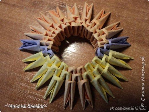 Расцветка необычная, потому что сделан из остатков модулей. Желтые модули 1/32 А 4 - 621 Фиолетовые 1/32 А 4 - 96 1/64 А 4 - 50 Бежевые 1/32 А 4 -145 1/64 А 4 - 41 Модули размером 1/64 А 4 идут на хвост, щечки, подбородок, ушки. фото 2