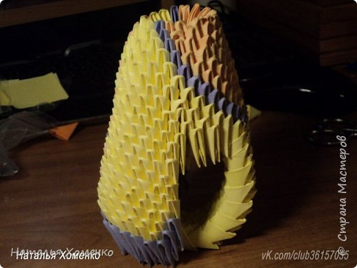 Расцветка необычная, потому что сделан из остатков модулей. Желтые модули 1/32 А 4 - 621 Фиолетовые 1/32 А 4 - 96 1/64 А 4 - 50 Бежевые 1/32 А 4 -145 1/64 А 4 - 41 Модули размером 1/64 А 4 идут на хвост, щечки, подбородок, ушки. фото 38