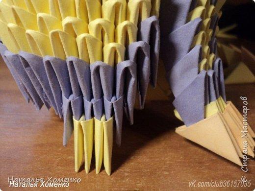 Расцветка необычная, потому что сделан из остатков модулей. Желтые модули 1/32 А 4 - 621 Фиолетовые 1/32 А 4 - 96 1/64 А 4 - 50 Бежевые 1/32 А 4 -145 1/64 А 4 - 41 Модули размером 1/64 А 4 идут на хвост, щечки, подбородок, ушки. фото 46