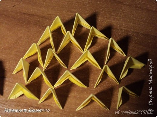 Расцветка необычная, потому что сделан из остатков модулей. Желтые модули 1/32 А 4 - 621 Фиолетовые 1/32 А 4 - 96 1/64 А 4 - 50 Бежевые 1/32 А 4 -145 1/64 А 4 - 41 Модули размером 1/64 А 4 идут на хвост, щечки, подбородок, ушки. фото 49