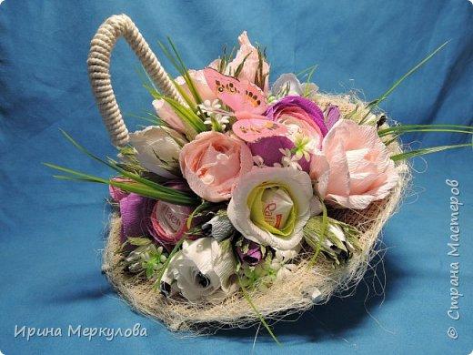 Зонтик для любительницы Раффаэллок,цветочки поменьше-Марсианка,самые маленькие-Шарлет.Всего 31 конфетка.Идею  содрала на просторах интернета.Зонтик сделан из картона,ручка-половина вешалки фото 3