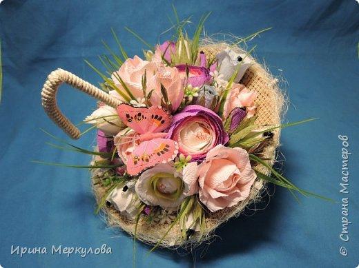 Зонтик для любительницы Раффаэллок,цветочки поменьше-Марсианка,самые маленькие-Шарлет.Всего 31 конфетка.Идею  содрала на просторах интернета.Зонтик сделан из картона,ручка-половина вешалки фото 1