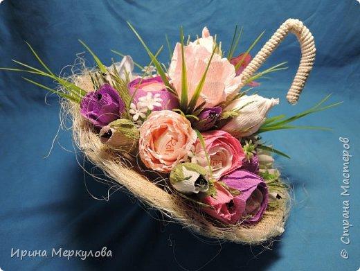 Зонтик для любительницы Раффаэллок,цветочки поменьше-Марсианка,самые маленькие-Шарлет.Всего 31 конфетка.Идею  содрала на просторах интернета.Зонтик сделан из картона,ручка-половина вешалки фото 2